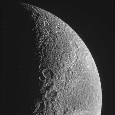 Cassini finishes sleigh ride by icy moons