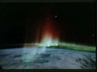 Study finds Earth's auroras are not mirror images