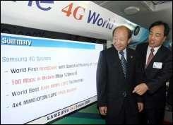 Samsung\'s telecom network business president Lee Ki-Tae (R) explains the company\'s new fourth-generation (4G) mobile technolog
