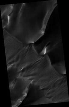 HiRISE Team Begins Releasing a Flood of Mars Images Over the Internet