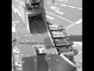Phoenix Mars Lander Delivers Soil Sample to Microscope