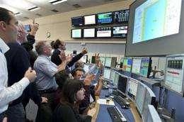 Big Bang atom smasher sends beams in 2 directions (AP)
