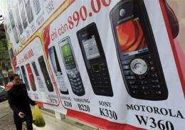 Mobile telephone sales inched up 0.1 percent in the third quarter