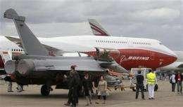 Paris Air Show spotlights fuel cost fears (AP)