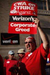 Verizon workers return to work, without a deal (AP)