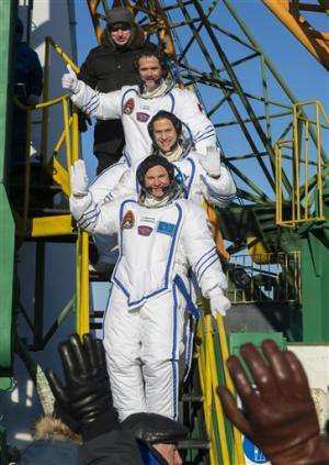 Rocket with 3 onboard heads for space station