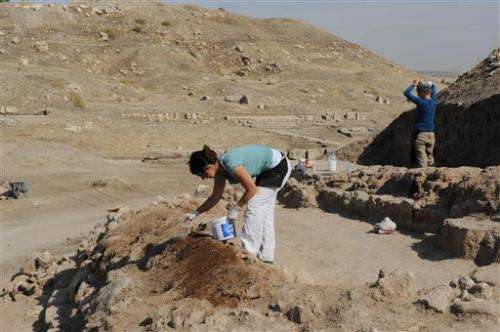 Archaeologists explore site on Syria-Turkey border