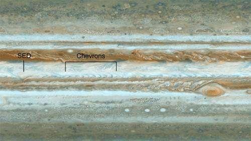 Cassini spies wave rattling jet stream on Jupiter