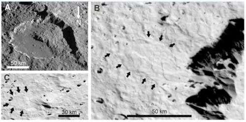 Massive ice avalanches on Iapetus