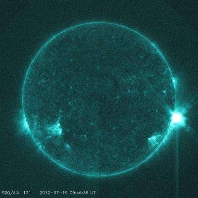 NASA sees sun send out mid-level solar flare