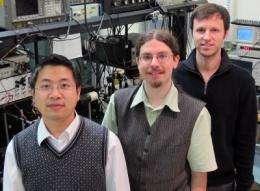 Physicists skirt thermal vibration, transfer optical signal via mechanical oscillator