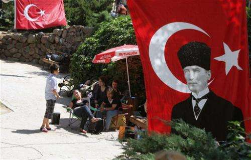 Turkey probes social network 'insults'