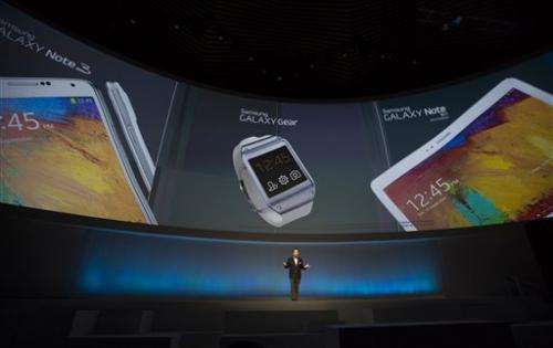 Samsung unveils smartwatch ahead of rival Apple