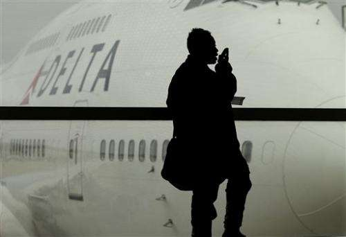 AP-GfK poll: strong opposition to in-flight calls