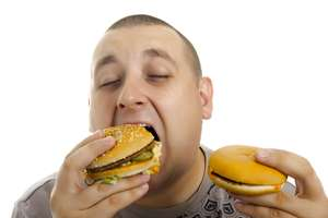 Binge eating more likely to lead to health risks in men