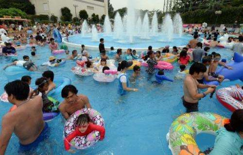 Families cool off in Tokyo on July 14, 2013, as temperatures in the city soar