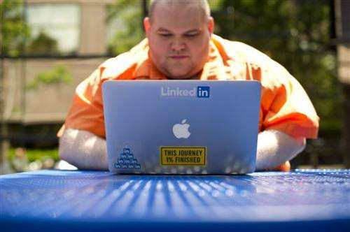 LinkedIn's 2Q earnings, revenue top Street views