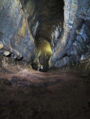 Mapping lava tubes in the Galàpagos