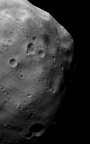 Mars Express heading towards daring flyby of Phobos