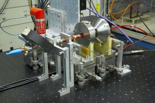 New vacuum power amplifier demonstrated at 0.85 Terahertz