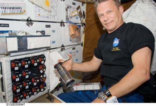 Spaceflight alters bacterial social networks