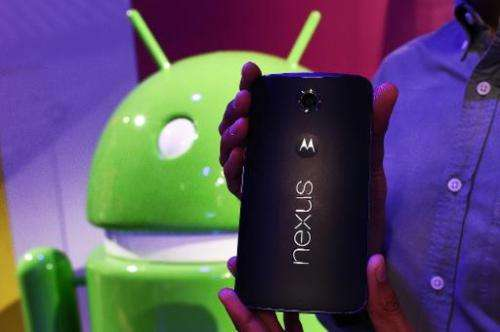 A Google employee displays a nexus 6 smartphone during a media preview in New York on October 29, 2014