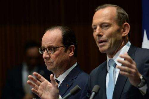 French President Francois Hollande (L) and Australian Prime Minister Tony Abbott hold a press conference at Parliament House in