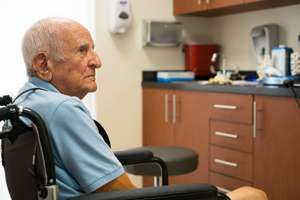 Hospitals serving elderly poor more likely to be penalized for readmissions