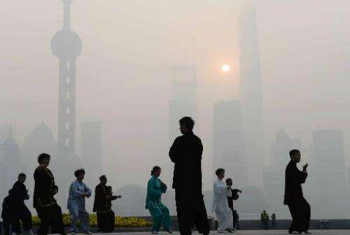 Local residents exercise amid heavy smog on the Bund in Shanghai, on November 12, 2014