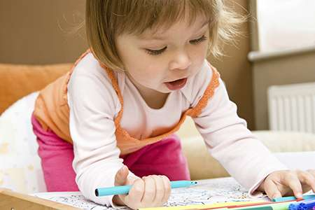 Study provides new insight into how toddlers learn verbs