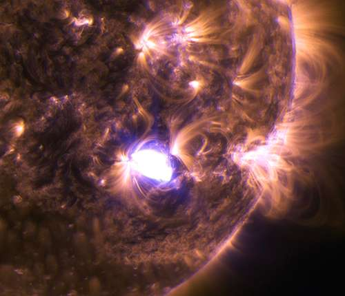 Sun emits a mid-level flare on Dec. 4, 2014