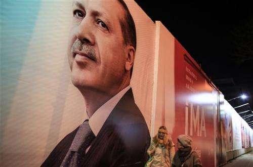 Turkish court backs Twitter but site still blocked