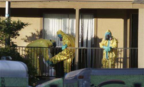 US orders agents to monitor travelers for Ebola