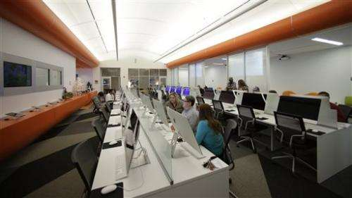 US library offers glimpse of bookless future