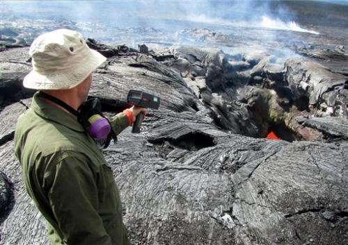 Scientists monitoring Hawaii lava undertake risks
