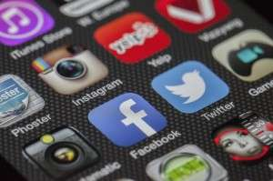Social networks can strengthen knowledge-sharing