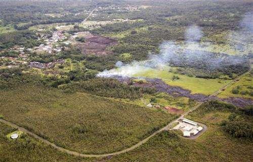 Lava burns shed, creeps toward homes in Hawaii