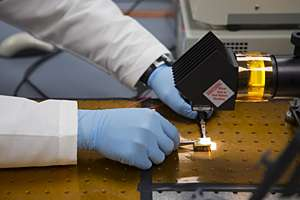 Researchers report on discovery to make solar power less expensive and more efficient
