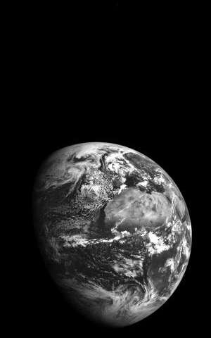 Earth and Mars captured together in one photo from lunar orbit
