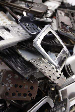 Filter helps recover 80% of gold in mobile phone scrap
