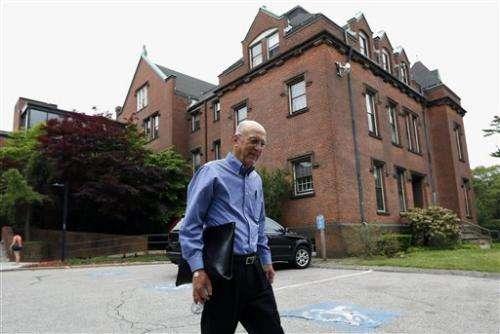 Healthy seniors tested in bid to block Alzheimer's