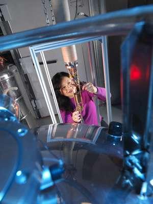 Heat control in nanoscale SQUIDs