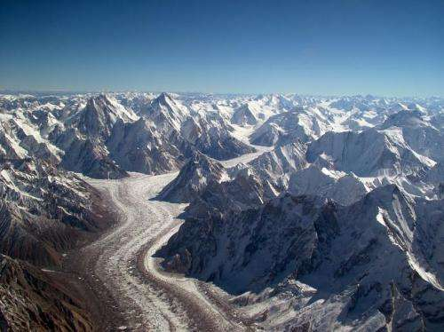 Simulation explains why Asian glaciers are not melting