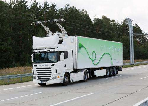 Trucks to drive with current collectors on a public road for the first time