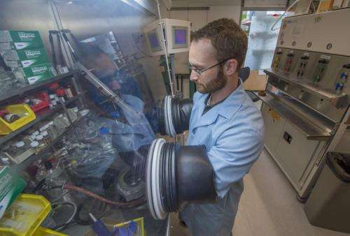 Uranium-extracting technology for seawater earns research award for grad student