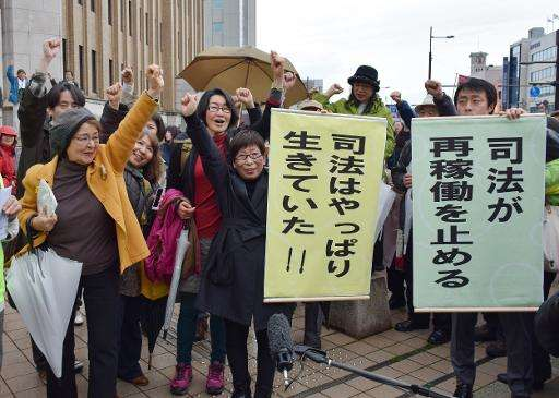 Anti nuclear activists celebrate in Fukui on April 14, 2015 after an earlier court ruling blocking the restarting of two atomic