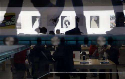 Apple turns stores into galleries for iPad, iPhone artists
