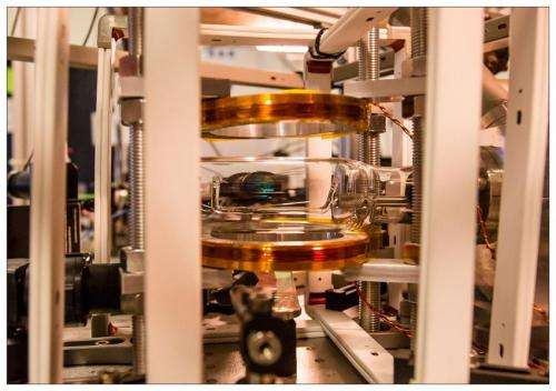 Atoms queue up for quantum computer networks