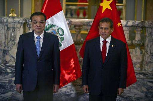 China's Prime Minister Li Keqiang (L) and Peruvian President Ollanta Humala pictured during a ceremony at the presidential palac
