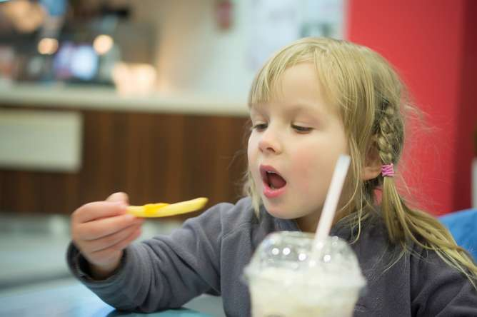 Dropping soft drinks from kids' menus is good, but doesn't make a healthy meal